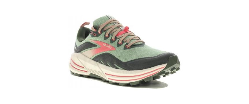 La chaussure Brooks Cascadia 16 pour femme pour le trail running et la montagne
